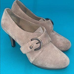 Euc Anne Klein suede heels 👠 7.5